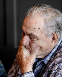 Vanhusten masennus - Masentunut vanhus kotihoidossa